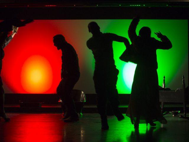 Die Schuld tanzt mit. Theater zur weiten Welt, Lüneburg.