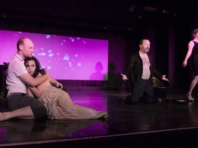 Am Schwarzen See. Ein Theaterstück über Freundschaft, Liebe, Sex, Lügen, Kinder, das banale Leben und anderes