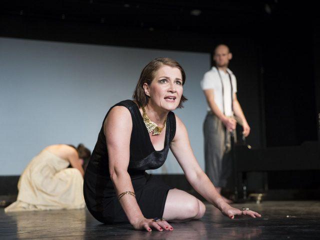 Das Theater zur weiten Welt spielt Dea Lohers Am Schwarzen See als Gastspiel im Theater Lüneburg