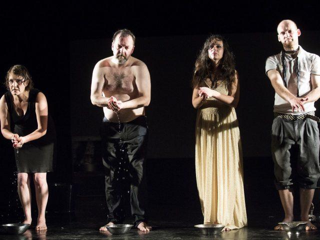 Ein Theaterstück von Dea Loher. Ensemble des Theaters zur weiten Welt, Regie: Laura Jakschas