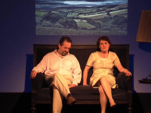 Agnes Müller als Corinne und Raimund Becker-Wurzwallner als Richard in