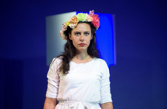 Birgit Becker als Europa. Theater zur weiten Welt.