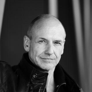Frank Hangen spielt bei uns in der Wunderübung von Daniel Glattauer