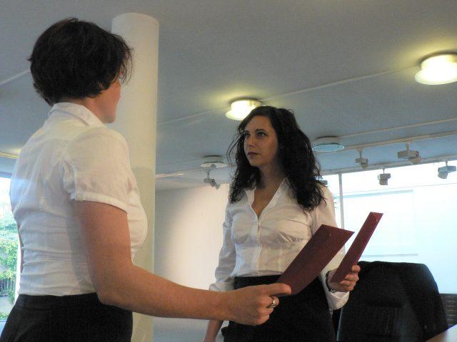 Die Grönholm-Methode. Ein Theaterstück über Topmanager, Bewerbungsgespräche, Kapitalismus, Krisen, Arbeitssuche und Macht