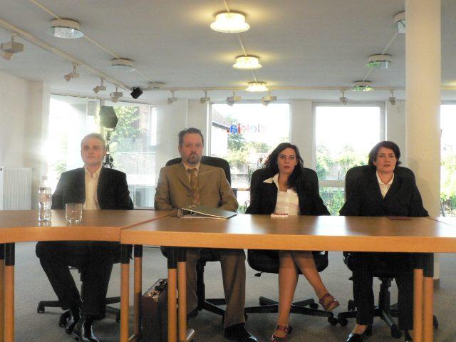 Assessment-Center sind Kinderkram gegen die Grönholm-Methode von Jordi Galceran. Das Theater zur weiten Welt im Freiraum Lüneburg