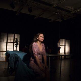 Emmi allein. Der Enailroman auf der Bühne. Theater zur weiten Welt