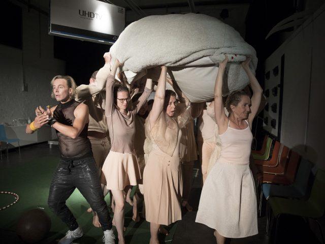 Theater zur weiten Welt, Lüneburg, Wir sind keine Barbaren! von Philipp Löhle, Kulturbäckerei