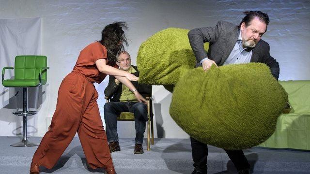 Rollentausch in der Therapiestunde. Theater zur weiten Welt, Lüneburg