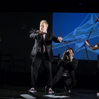 Leif Scheele, Agnes Müller, Birgit Becker und Raimund Becker-Wurzwallner vom Theater zur weiten Welt spielen Pool von Mark Ravenhill.