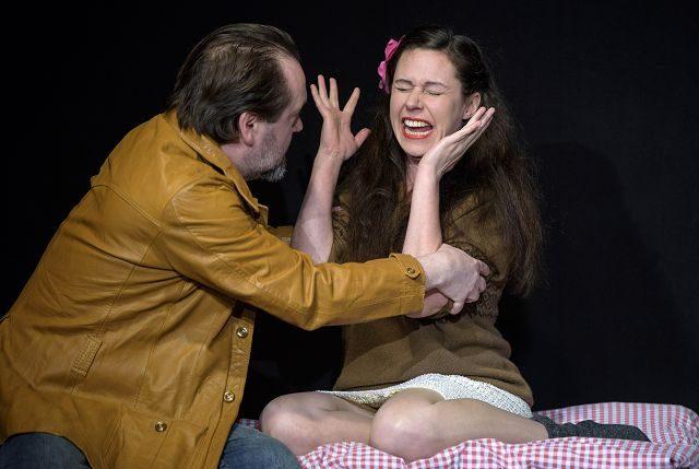 Tagträumer von William Mastrosimone. Birgit Becker als Rose und Raimund Becker-Wurzwallner als Cliff. Theater zur weiten Welt