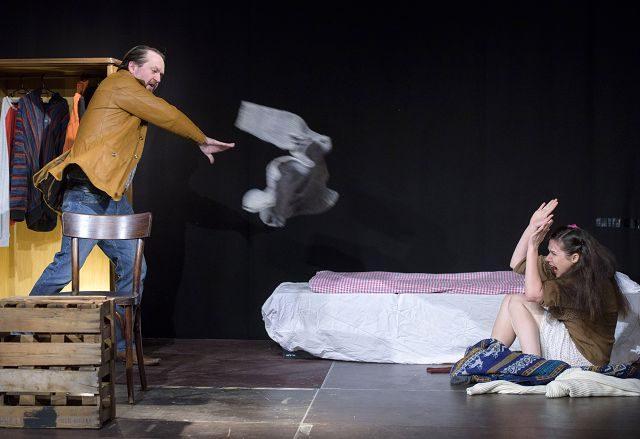 Tagträumer von William Mastrosimone. Birgit Becker und Raimund Becker-Wurzwallner vom Theater zur weiten Welt